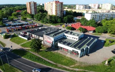 Instalacja fotowoltaiczna na dachu salonu mazdy – AC-Cortes – w Radomiu