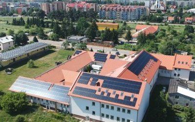 Instalacja fotowoltaiczna na dachu siedziby firmy Magnat w Ełku